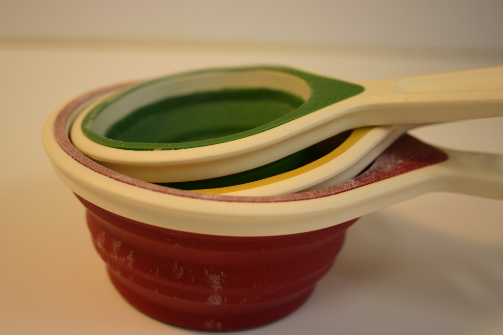 collapsable measuring cups